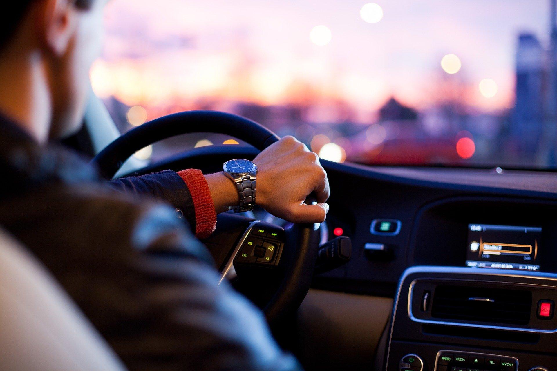 Comment bien choisir un autoradio pour votre voiture